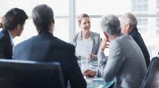 Få kvinnor på vd-poster och i styrelserummen